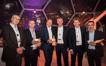 interactive-intelligence-deelt-awards-uit-aan-klanten-in-benelux